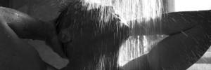 Hoe onder de douche scheren met een scheermesje