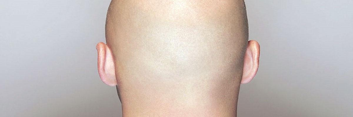 Hoofd scheren met een normaal scheerapparaat