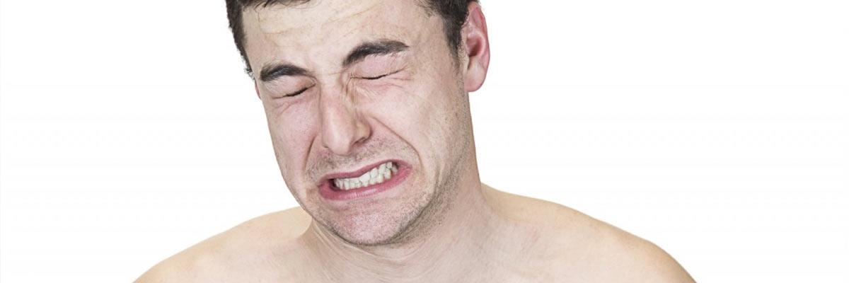 Scheren met een scheermesje is pijnlijk